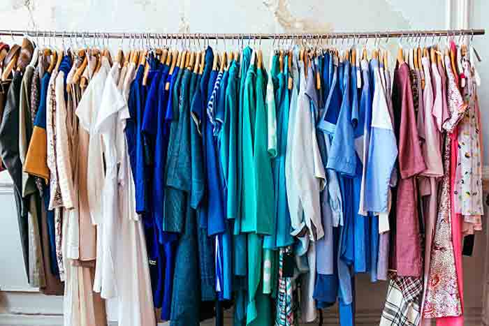 can bed bugs hide on clothes and how to get ridg